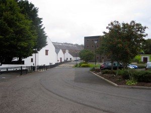 Old Bushmills Distillery (Source: commons.wikimedia.org)