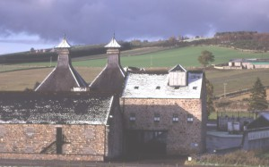 Glentauchers Distillery (Source: commons.wikipedia.org, Attribution: Anne Burgess)